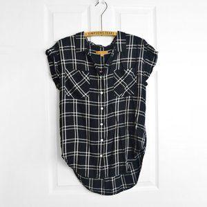 3/$30 🌞 Plaid Black White Button Up Top